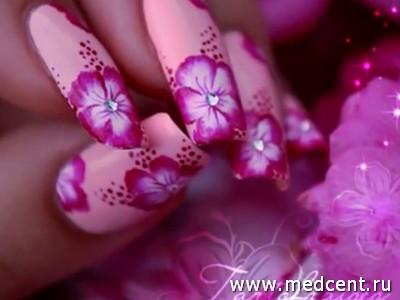 Гибискус на ногте