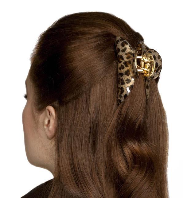 Как длинные волосы заколоть крабиком