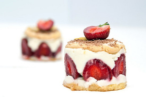 Strawberry cheesecake with mascarpone cream